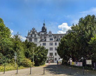 Das Schloss Wolfsburg im Sommer.