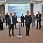 Geschäftsführung und Aufsichtsratsspitze der WMG und weitere Personen präsentieren die neue WMG Webseite
