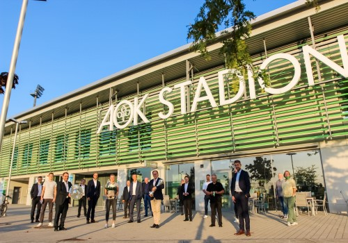 Gratulation der VfL-Frauen am AOK Stadion