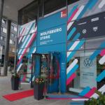 Eingang des Wolfsburg Stores