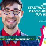 """Plakatmotiv der WMG-Kampagne """"Zusammen sind wir Wolfsburg"""" des Protagonisten Lukas."""