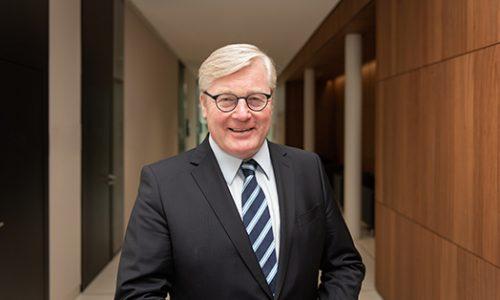 Dr. Bernd Althusmann, niedersächsischer Minister für Wirtschaft, Arbeit, Verkehr und Digitalisierung, besucht am 14. April Wolfsburg und tauscht sich mit Wolfsburger Unternehmern aus