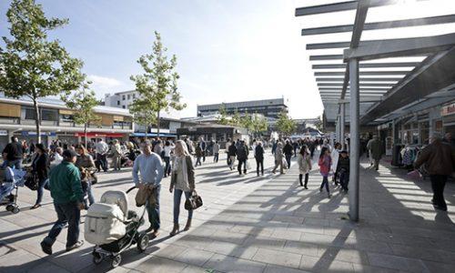 Lokale Wirtschaftsakteure hoffen auf eine Zusage zur Modellkommune. Das Bild zeigt symbolisch ein Bild der Porschestraße in Wolfsburg.