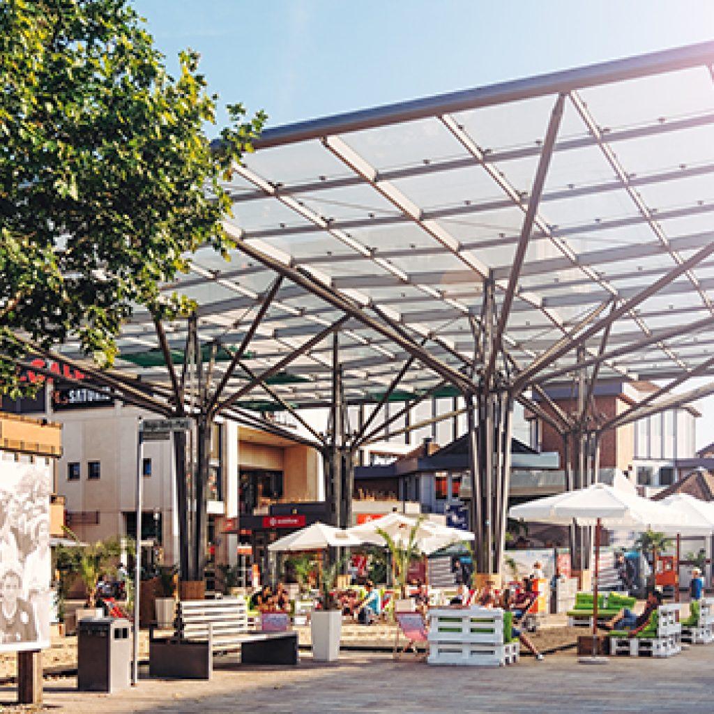 Das Veranstaltungsformat SommerSinne - Wolfsburger Kulturwochen finden ab Juli für rund acht Wochen in der Wolfsburger Porschestraße statt. Das Foto zeigt den Hugo-Bork-Platz in der Porschestraße.