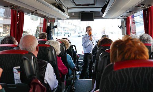 Die Stadtrundfahrt mit Oberbürgermeister Klaus Mohrs ist eine der Stadtführungen im August.