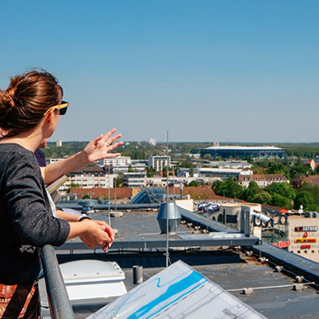 Blick vom Rathausdach bei einer Rathausdachführung in Wolfsburg